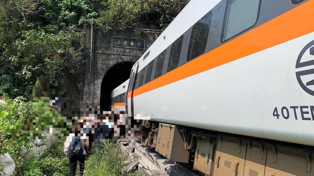 快訊/太魯閣號變形!消防進入第8車廂 目視10餘人受困中