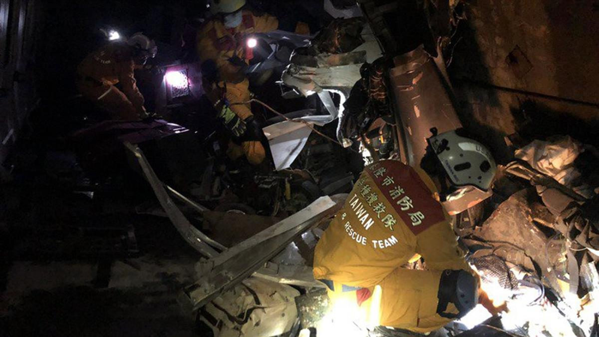 消防員見太魯閣號慘狀吐了 過來人曝痛心經歷:多關心救難人員