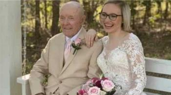 19歲護理師嫁「大70歲失智翁」 臉書爽發文:倒數當寡婦