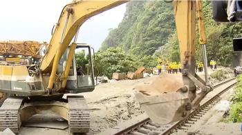 列車撞擊後隧道內部受損 結構技師緊盯憂坍塌