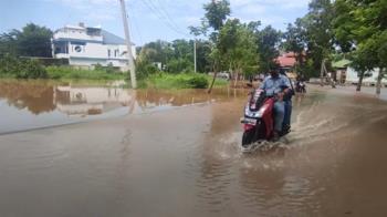 印尼暴雨「山洪+土石流」已44死 還有很多人在泥漿裡