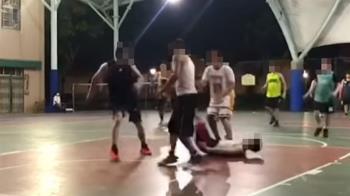 林口籃下暴徒甩肩撞人 他重摔頭砸地「顱內出血」搶救中