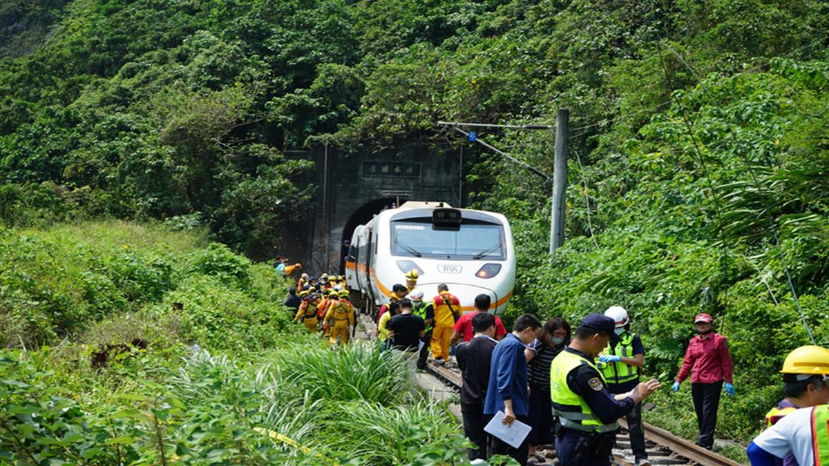 台鐵出軌事故 楊宏智爆工地現場有好幾台怪手