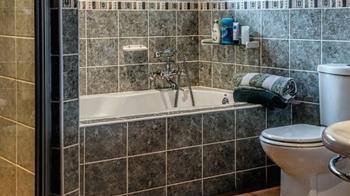 人妻肚痛上廁所「掉出男嬰」 嚇傻:以為排腎結石