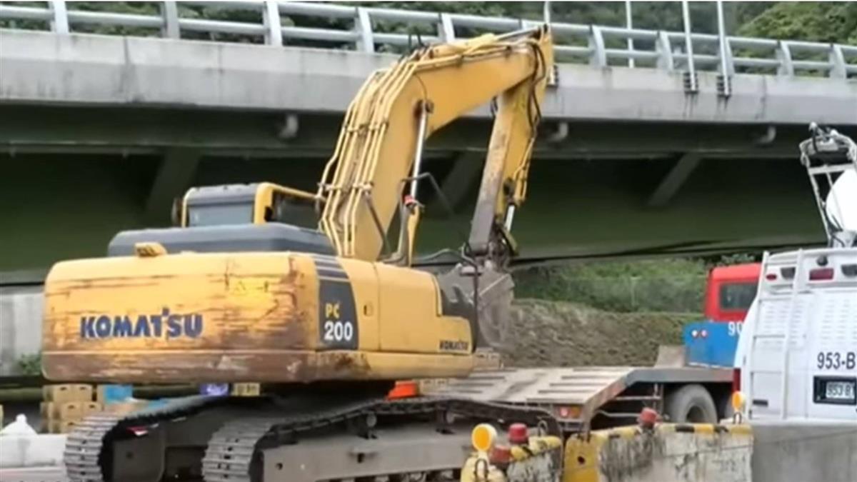 挖土機被警方查扣 救援工程車幫倒忙 恐成車禍共犯