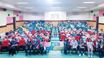 鴻海教育基金會「遇見未來」 為平溪國中生揭開101煙火的祕密