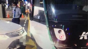 不熟悉多時相號誌 自小客車違規左轉撞輕軌