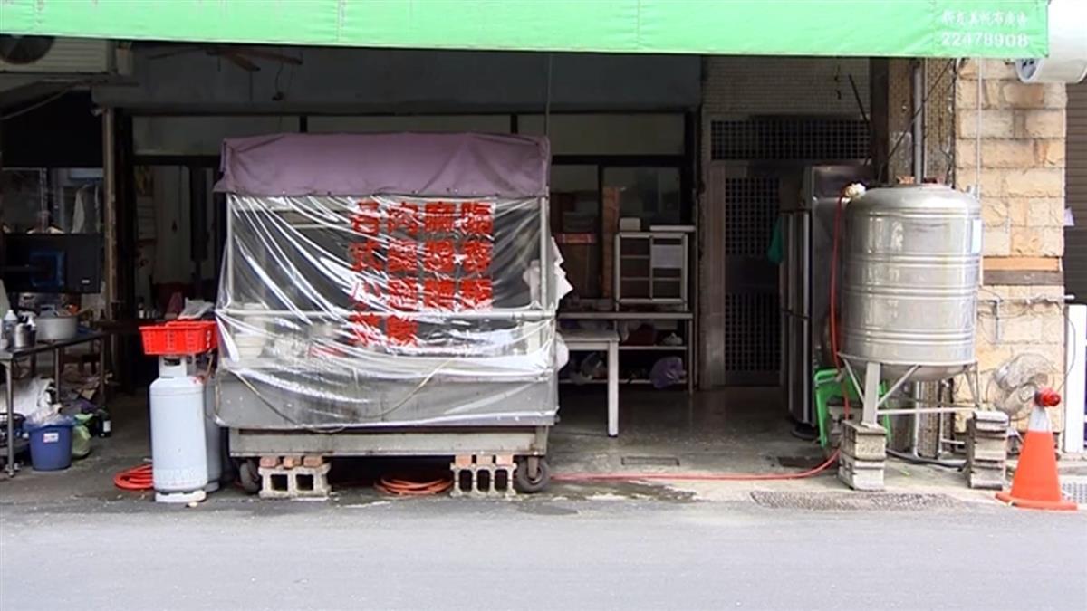 獨/最強儲水桶!小吃店搬「一噸水塔」直接用 放店面旁超狂