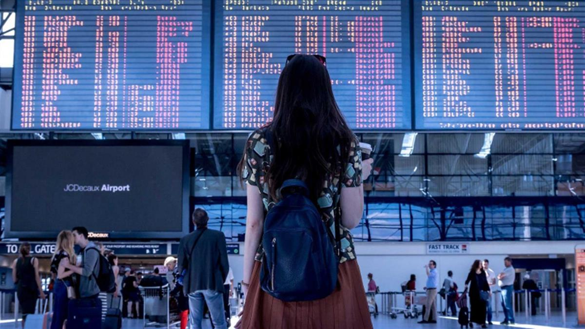 她飛機搭到飽控「班機狂改14次」航空公司回應了