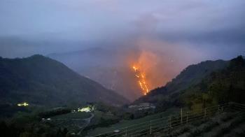 嘉義縣再傳火燒山夜間無法滅火  林管處集結人力