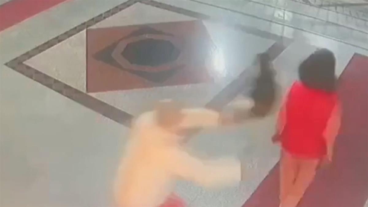 住戶丟貓攻擊社區主委 警:疑不滿亂丟垃圾遭勸