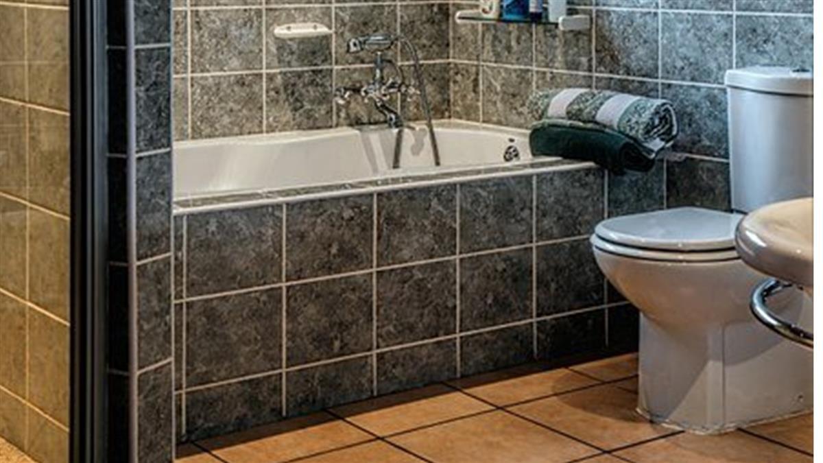 浴室沒窗不通風「地板超濕」 網激推1神器:1hr就乾