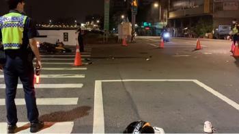 台中深夜車禍!自小客撞機車 雙載男女飛噴對面斑馬線
