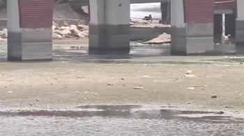 乾旱嚴重 高雄蓮池潭龍虎塔基座、橋墩整個裸露出來