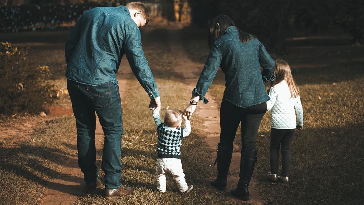 若「父母」是職業薪水多少?外國職業網站:月薪8萬