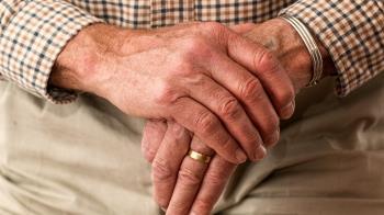 84歲翁徵婚尋「22-40歲嫩妹」開2.8億月薪電話接到手軟