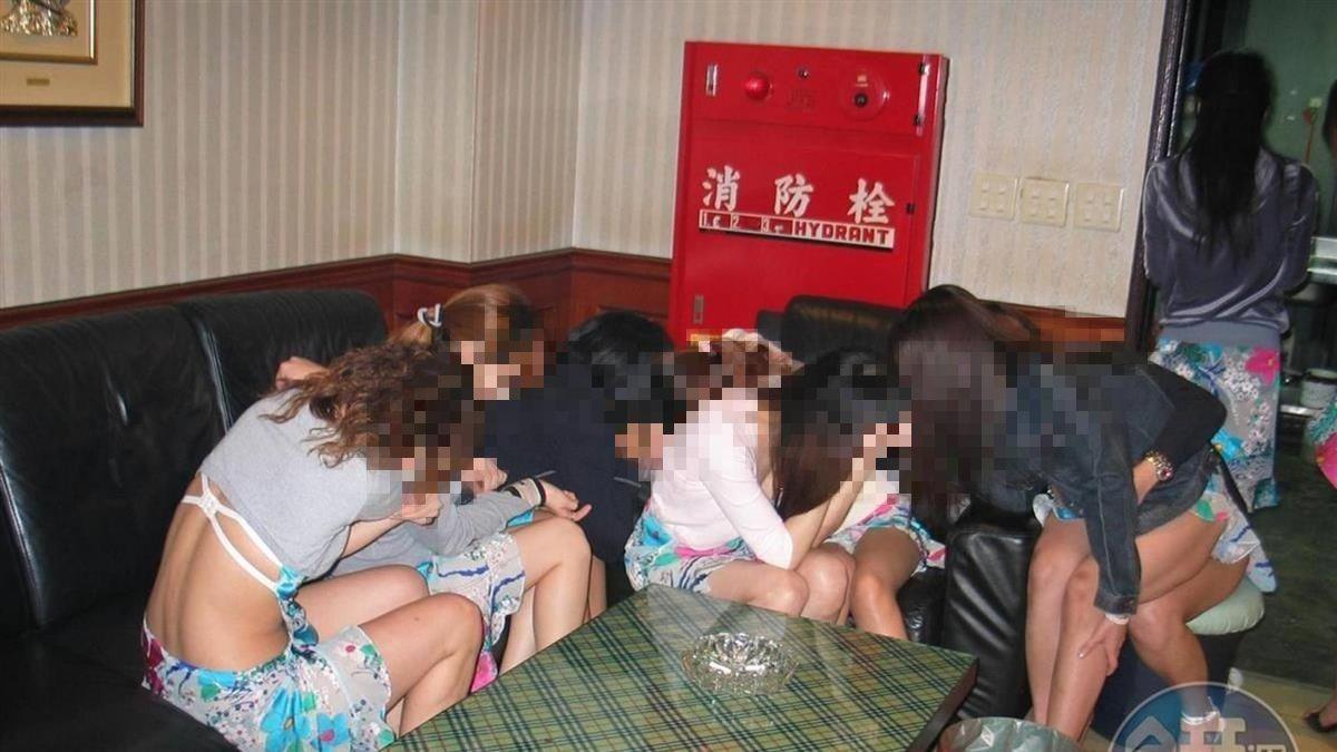 7辣妹太嗨「脫衣陪酒、露下體」免罰 警暴氣:掃黃個屁