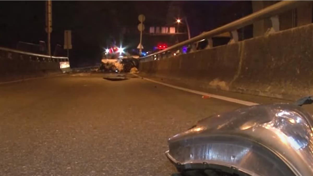 兩車匝道前猛烈撞 休旅車解體斷兩截2傷
