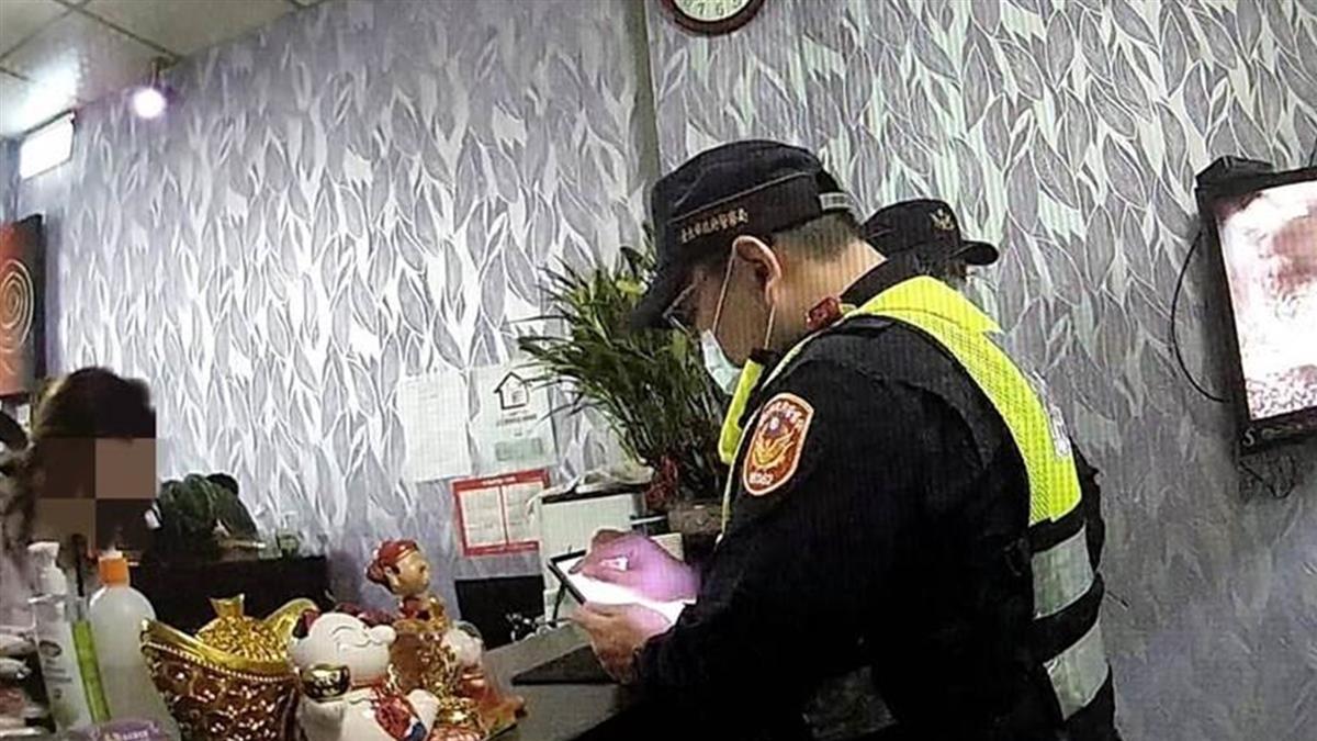 57歲女按摩師狂戰小23歲鮮肉 辦事一半警破門逮人