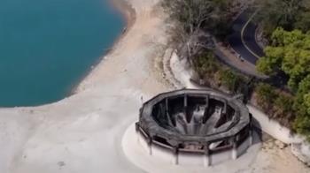 旱象難解!日月潭神秘黑洞曝光 嚴重裸露孤立沙洲上