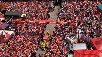 白沙屯媽祖進香10萬信眾簇擁 他急喊「空拍是大忌」