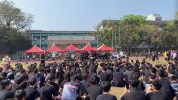 鳳山高中校慶變調!上百黑衣學生靜坐抗議 原因曝光