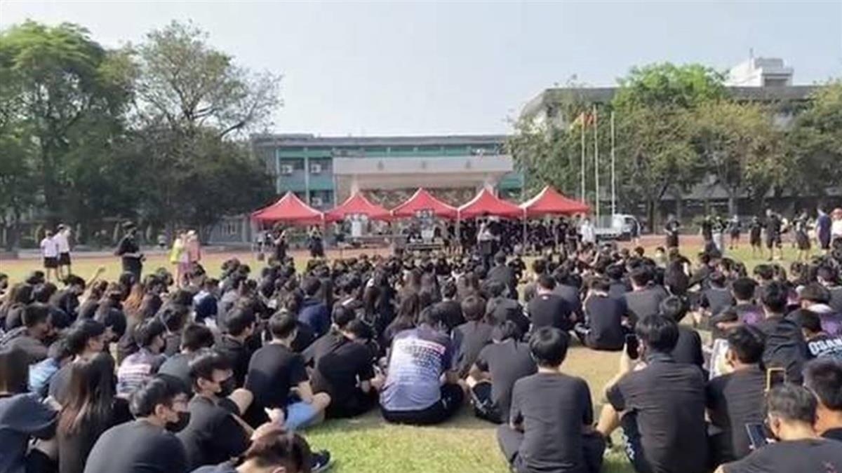 鳳山高中校慶學生黑衣抗議  教部盼落實校務民主