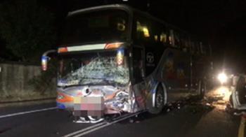 快訊/嘉義BMW相撞遊覽車「全毀變廢鐵」駕駛失去生命跡象