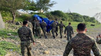潘穎諄失事28天後尋獲 國軍紅眼眶列隊:任務結束回家了