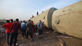 埃及火車出軌意外 8節車廂出軌釀11死98傷
