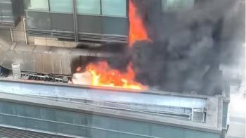 快訊/北市君品酒店失火狂冒煙 消防員灌救中
