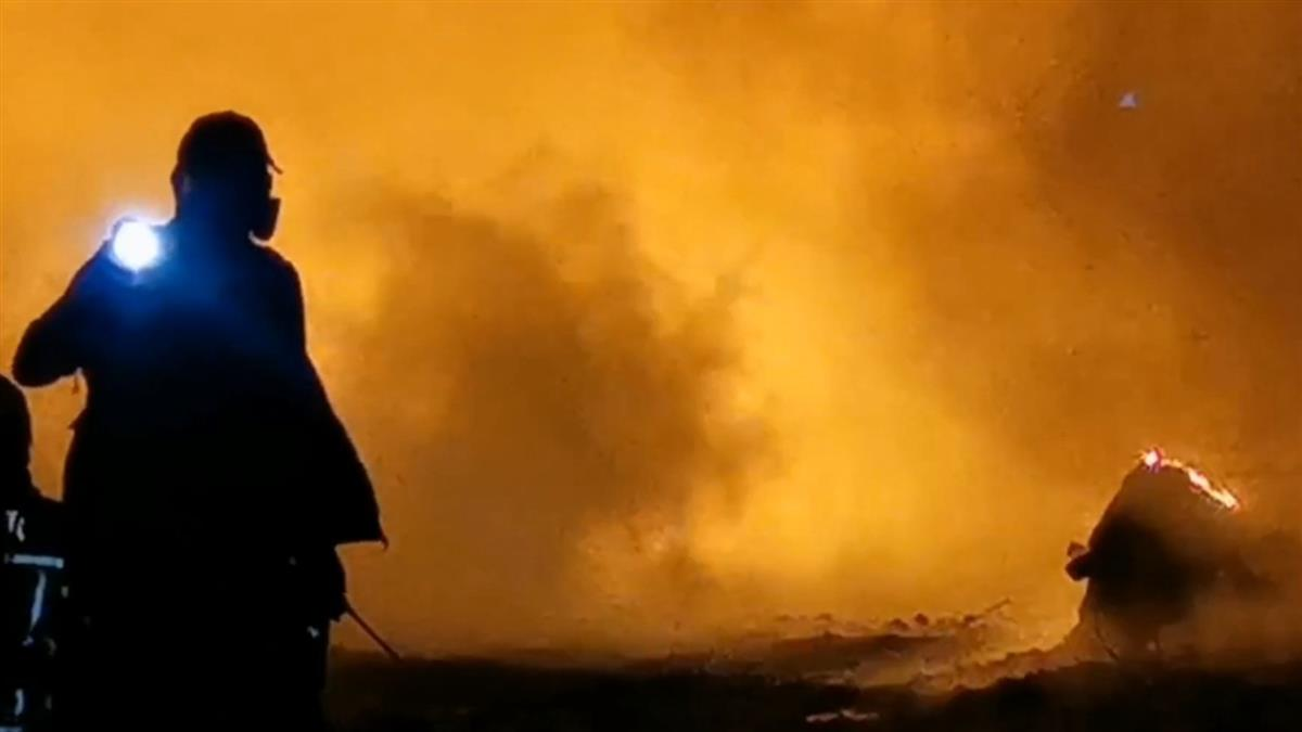 回收場大火「義消遭水帶彈飛」 濃煙數公里外都能看見