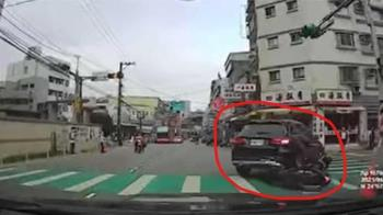 桃園三寶衝撞進汽車後輪 她嬌聲罵「活該」網歪樓