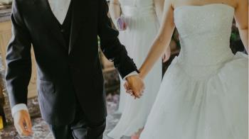 新娘崩潰!婚宴因這幕全毀 監視器驚見「女員工蹲下」