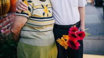 70歲嬤房事不順求「私密處加寬」 男友尺寸驚人醫嚇傻