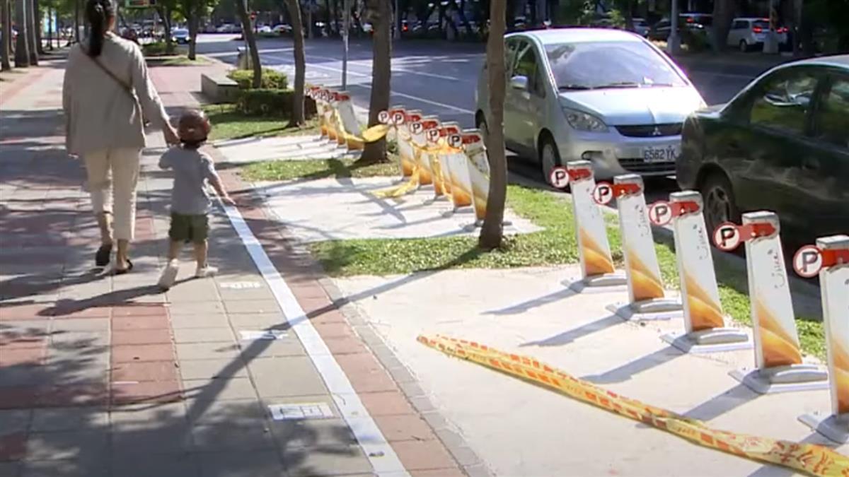 北市新設YouBike站 遭投訴「擋人行道毀路樹」