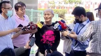 潘忠政與總統會面 送藻礁t-shirt盼英成「局內人」