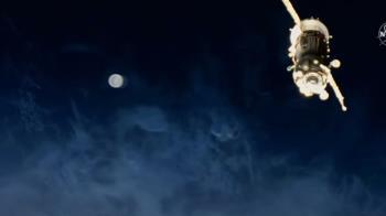 UFO猛撞太空站?NASA直播驚見「神秘光球」快速飛過