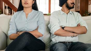 看見小強就要搬!妻3年內要求搬家18次 夫崩潰提離婚