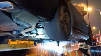 獨/清積碳開上路檢測 百萬名車突冒煙起火