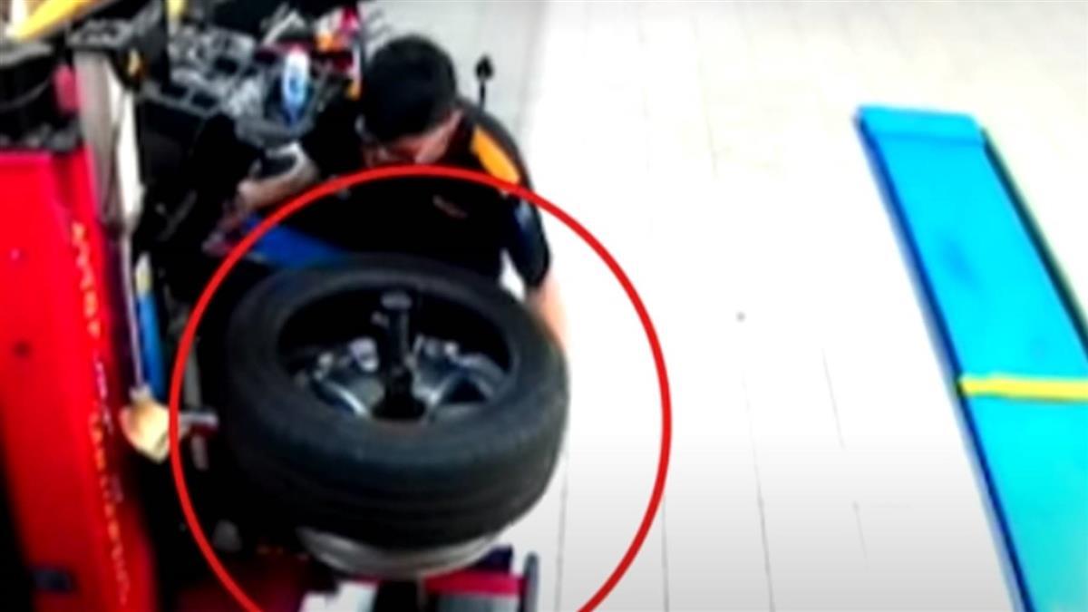 高速公路壓到異物 進廠維修竟在輪胎內找到扳手