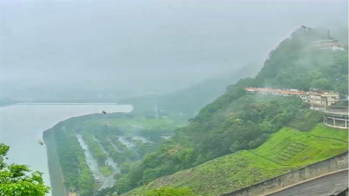 石門水庫解渴了 鄭文燦嗨翻:終於聽見下雨的聲音