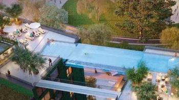 離地35公尺橫跨2座大樓 全球首座空中透明泳池將開幕