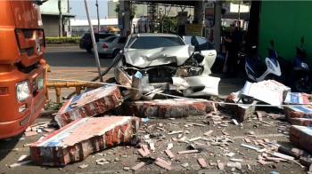 加油站洗車失控亂撞 74歲駕駛不治、2員工受傷