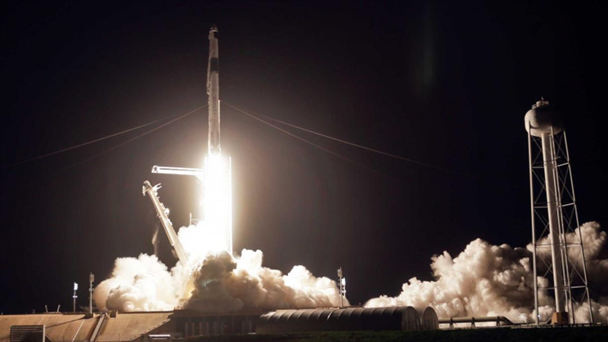 SpaceX「獵鷹9號」發射成功 4名太空人順利升空
