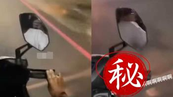 騎車被噴不明液體!下秒驚見牠鑽出車縫 他嚇爆狂飆髒話