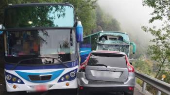 快訊/合歡山公路2遊覽車追撞 「車窗全碎」11人受傷