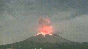 影/日本鹿兒島火山爆發!岩漿狂流2公里 當地啟動三級警報