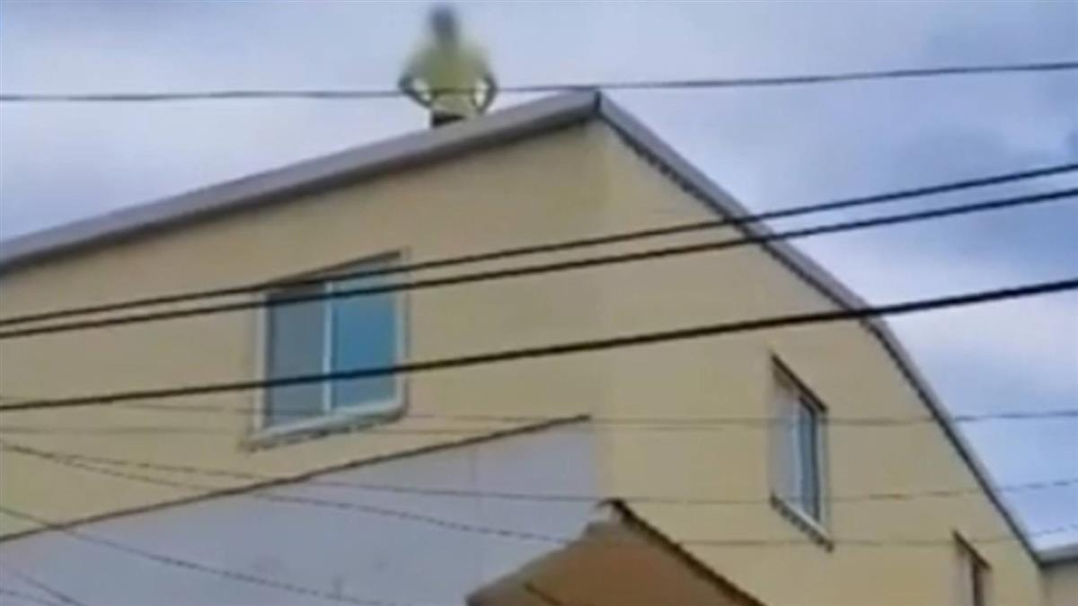 擁槍自重躲屋頂拒捕 警包圍藏匿地點逮人
