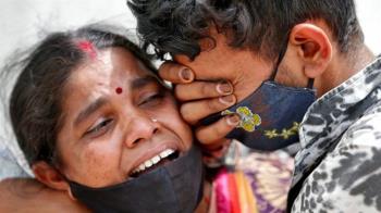 印度新冠疫情: 四天超百萬人確診,醫療系統瀕臨崩潰邊緣